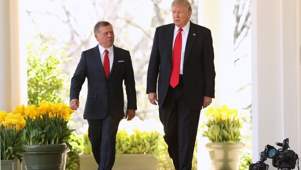 President Donald Trump and Jordan's King Abdullah II walk to their news conference in the Rose Garden at the White House in Washington, Wednesday, April 5, 2017 - Sputnik Italia