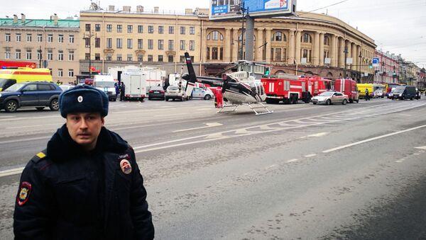 Un poliziotto a San Pietroburgo - Sputnik Italia