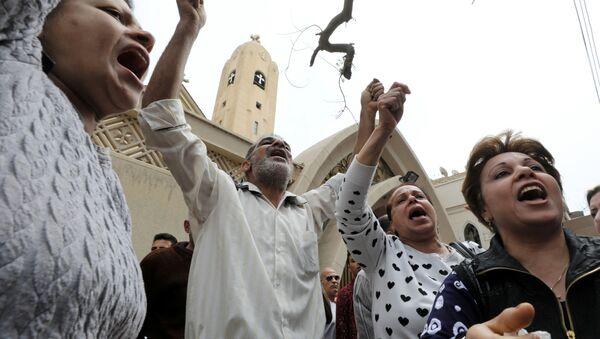 Родственники жертв взрыв в Коптской церкви в египетском городе Танта - Sputnik Italia