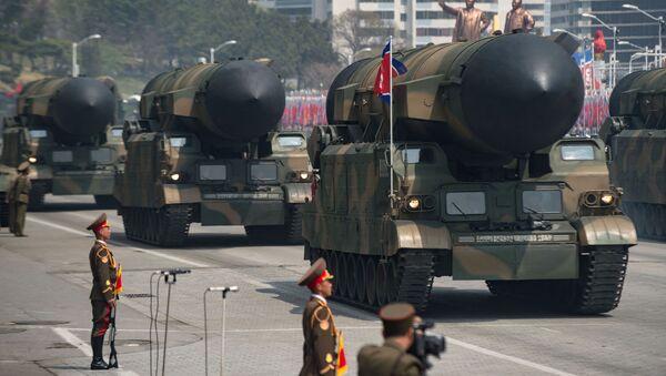 Военные транспортные средства с ракетами во время военного парада, посвященного 105-летию со дня рождения Ким Ир Сена в Пхеньяне, Северная Корея - Sputnik Italia