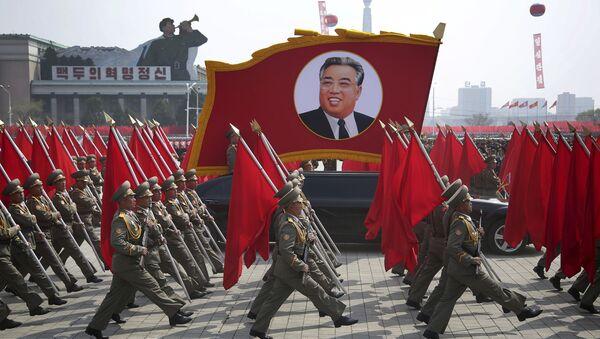 Военный парад, посвященный 105-летию со дня рождения Ким Ир Сена в Пхеньяне, Северная Корея - Sputnik Italia