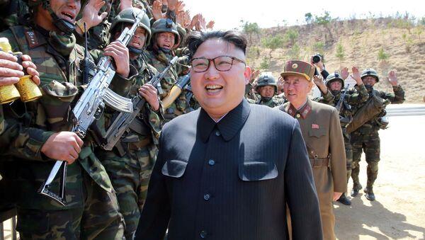 Глава КНДР Ким Чен Ын во время учений Корейской народной армии - Sputnik Italia