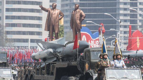 Il complesso missilistico antiaereo S-200 dell'Esercito popolare di Corea del Nord a una parata a Pyongyang, Corea del Nord. - Sputnik Italia