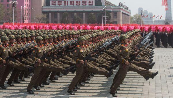 Soldati alla parata miliatare a Pyongyang, Corea del Nord. - Sputnik Italia