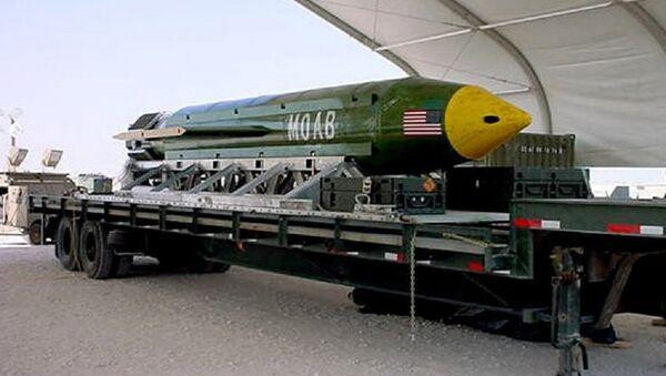 The GBU-43/B Massive Ordnance Air Blast (MOAB) bomb. (File) - Sputnik Italia