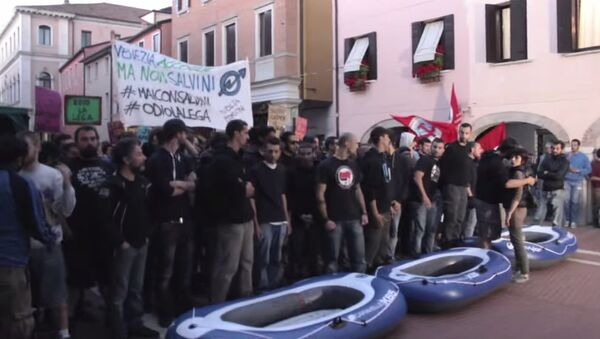 Scontri tra centri sociali e polizia a Mestre - Sputnik Italia