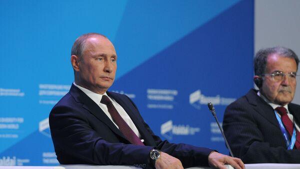 Putin e Prodi al forum Valdai del 2013 - Sputnik Italia