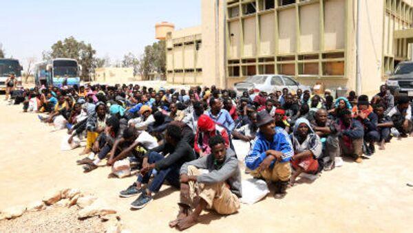 I migranti illegali dall`Africa  nel porto libico di Misrata - Sputnik Italia