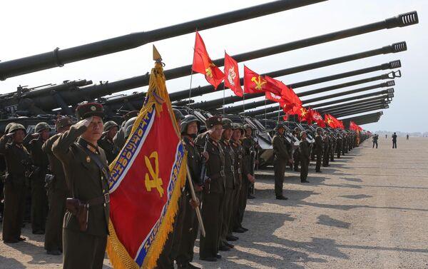 Manovre d'artiglieria dedicate al 85° anniversario della fondazione dell'Esercito Popolare di Corea - Sputnik Italia