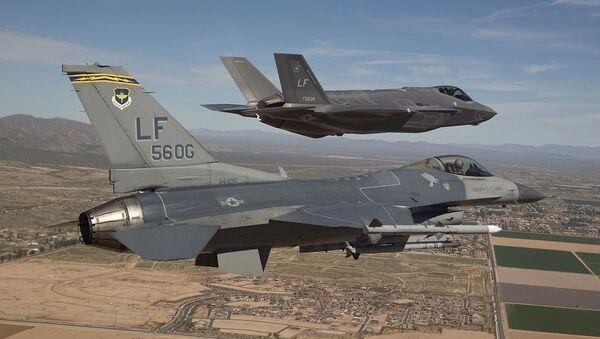 F-16 e F-35 - Sputnik Italia