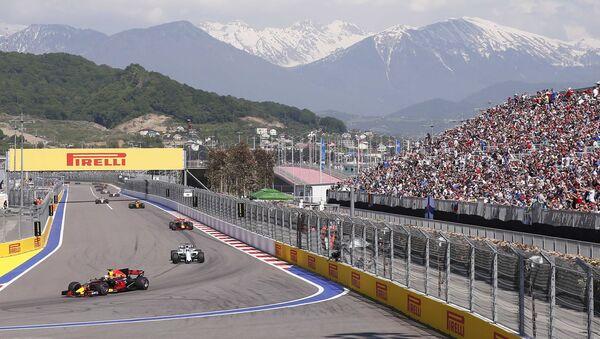 Cars drive during the warm-up lap - Sputnik Italia