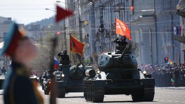 I carri armati T-34-85 durante la 72° Parata della Vittoria - Sputnik Italia