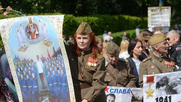 Participants in the Immortal Regiment march in Kiev - Sputnik Italia