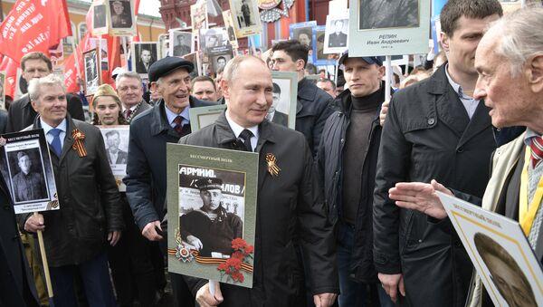 Anche Putin prende parte alla marcia del Reggimento Immortale - Sputnik Italia