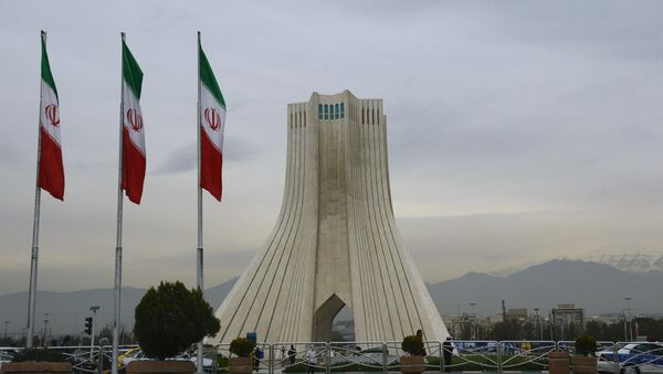 La Torre Azadi a Teheran - Sputnik Italia