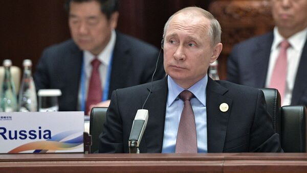 Президент РФ Владимир Путин на первом заседании круглого стола Международного форума Один пояс, один путь в конгресс-центре Яньциху - Sputnik Italia