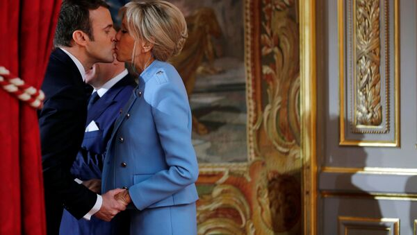 Emmanuel e Brigitte Macron - Sputnik Italia