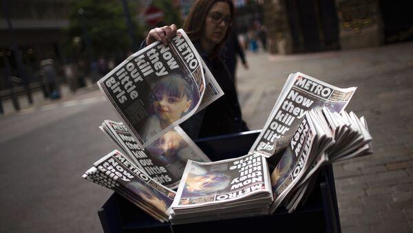 Giornali riportano l'attacco a Manchester - Sputnik Italia