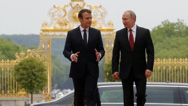 Incontro tra Vladimir Putin e Emmanuel Macron a Parigi - Sputnik Italia
