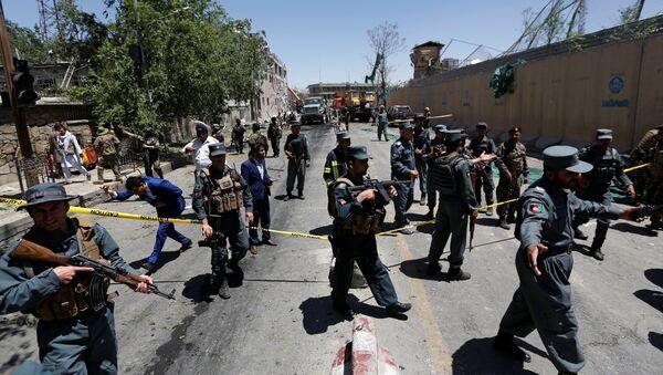 I poliziotti afghani ispettano il sito dell'esplosione a Kabul, Afghanistan. - Sputnik Italia