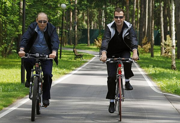 Un incontro informale tra il premier russo Dmitry Medvedev e il presidente Vladimir Putin. - Sputnik Italia