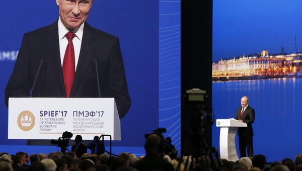 Russian President Vladimir Putin delivers a speech during a session of the St. Petersburg International Economic Forum (SPIEF), Russia, June 2, 2017. - Sputnik Italia