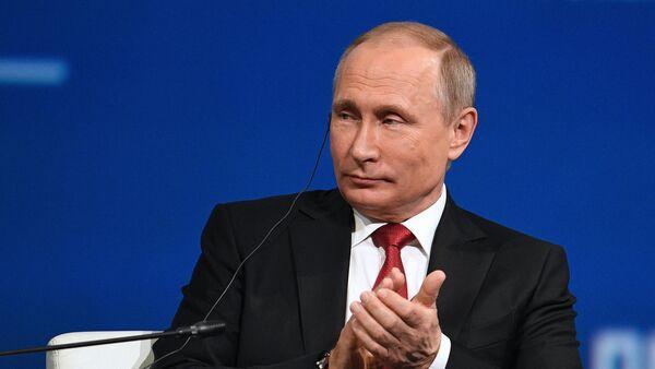 President Vladimir Putin attends 2017 St. Petersburg International Economic Forum. Day two - Sputnik Italia
