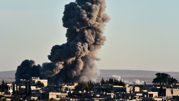 Attacco aereo della coalizione in Siria (foto d'archivio) - Sputnik Italia