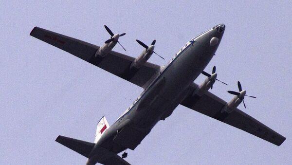 Un aereo da trasporto militare cinese Shaanxi Y-8 - Sputnik Italia