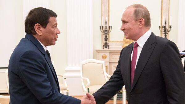 Presidente russo Vladimir Putin e presidente delle Filippine Rodrigo Duterte. - Sputnik Italia
