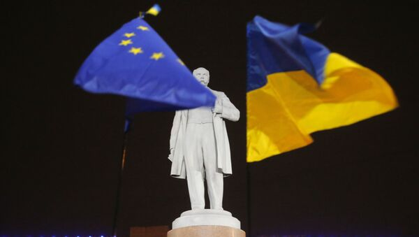 Bandiera Ucraina ed Europea. - Sputnik Italia