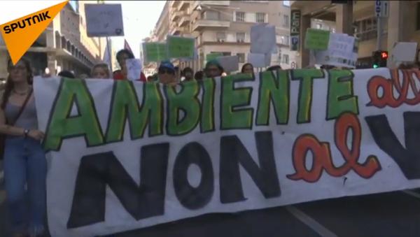 Le proteste a Bologna contro la riunione dei ministri dell'Ambiente dei Paesi del G7 - Sputnik Italia