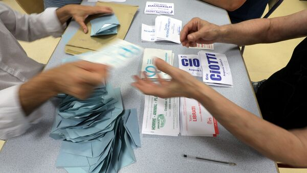 Election officials start counting the votes from the first round of French parliamentary election in Nice - Sputnik Italia