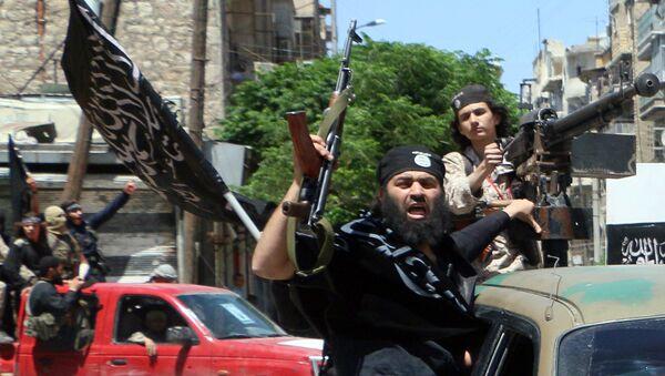 Fighters from Al-Qaeda's Syrian affiliate Al-Nusra Front drive in the northern Syrian city of Aleppo. - Sputnik Italia