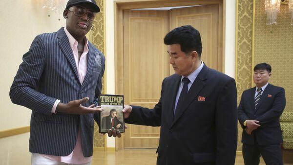 L'ex-basketteur américain Dennis Rodman et le ministre des Sports Kim Il-guk - Sputnik Italia