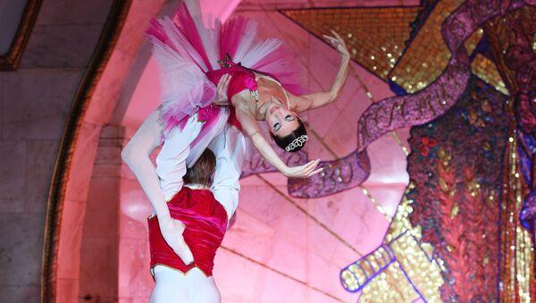 il balletto del teatro Bolshoi si esibisce nella metropolitana di Mosca (foto d'archivio) - Sputnik Italia