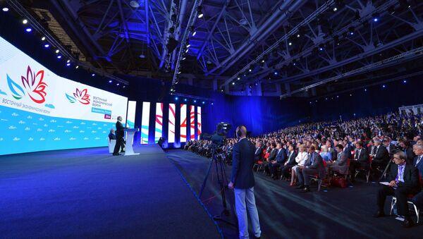 Il presidente Vladimir Putin al Forum economico orientale. - Sputnik Italia