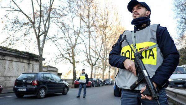 Agente di polizia a Roma - Sputnik Italia