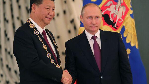 Председатель Китайской Народной Республики (КНР) Си Цзиньпин и президент России Владимир Путин во время встречи - Sputnik Italia
