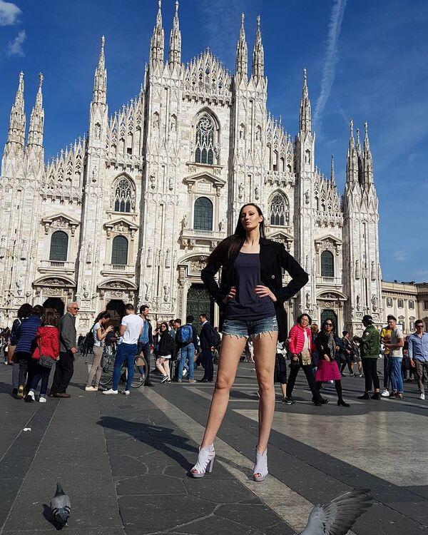 La donna russa con le gambe più lunghe del mondo - Sputnik Italia