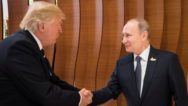 U.S. President Donald Trump and Russia's President Vladimir Putin shake hands during the G20 Summit in Hamburg, Germany in this still image taken from video, July 7, 2017 - Sputnik Italia
