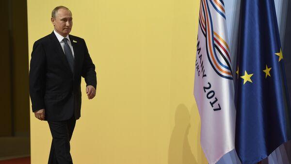 Russia's President Vladimir Putin arrives to attend the G20 summit in Hamburg, northern Germany, on July 7, 2017 - Sputnik Italia