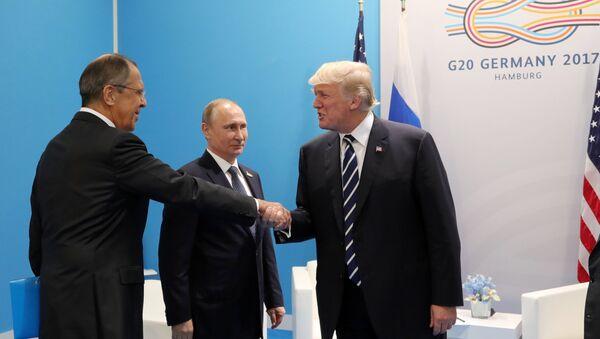 Vladimir Putin, Donald Trump e Sergei Lavrov - Sputnik Italia