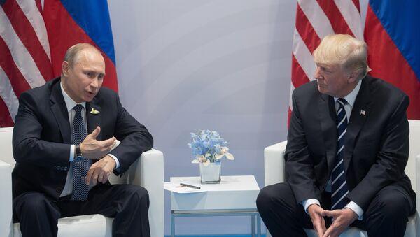 Donald Trump e Vladimir Putin s'incontrano ai margini del vertice G20 - Sputnik Italia
