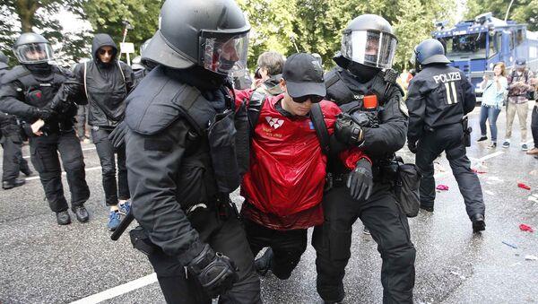 Proteste ad Amburgo durante il vertice G20 ad Amburgo - Sputnik Italia