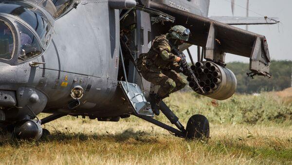 Учебно-тренировочные полеты вертолёта Ми-35М в Краснодарском крае - Sputnik Italia