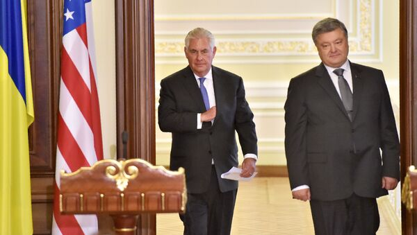 Segretario di Stato americano Rex Tillerson e presidente ucraino Petr Poroshenko - Sputnik Italia