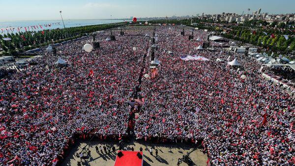 Manifestazione dell'opposizione anti-Erdogan ad Istanbul - Sputnik Italia