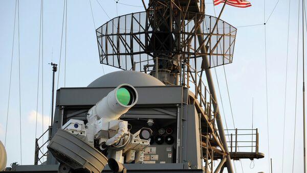 Il Laser Weapon System (LaWS) installata sulla nave da sbarco USS Ponce - Sputnik Italia