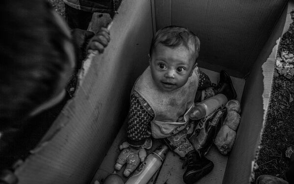 Il ritratto del piccolo profugo a Idomeni di Anna Pantelia (Grecia) - Sputnik Italia